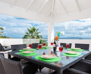Best dining table with Beach View